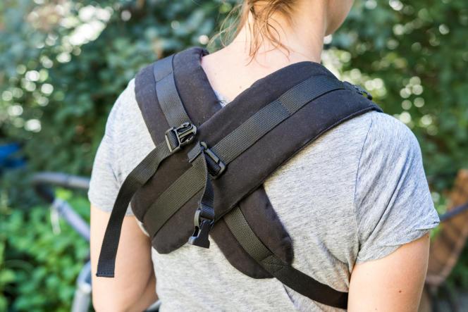 Les bretelles du Beco Gemini peuvent se porter croisées ou façon «sac à dos».