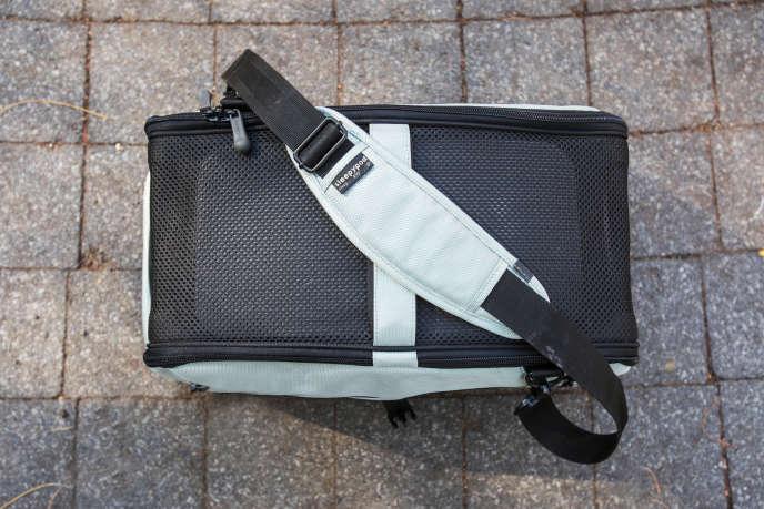 f9a57c3f7d Légende : Il s'agit du seul sac que nous avons testé qui dispose d'une  bandoulière en travers. CRÉDIT : Wirecutter / Michelle McSwain