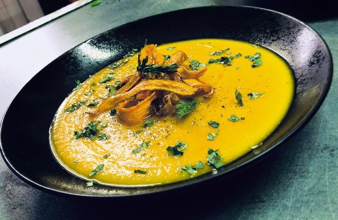 Le velouté de carottes à la coriandre.