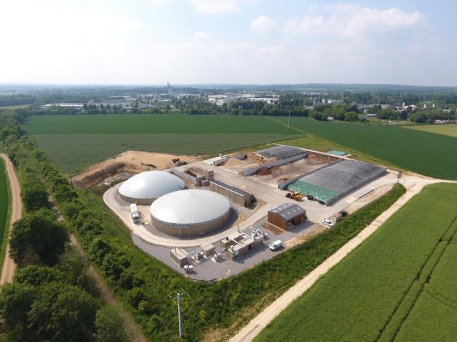 Le digesteur et la cuve de stockage du digestat duméthaniseur agricole de Senlis, en avril 2018.