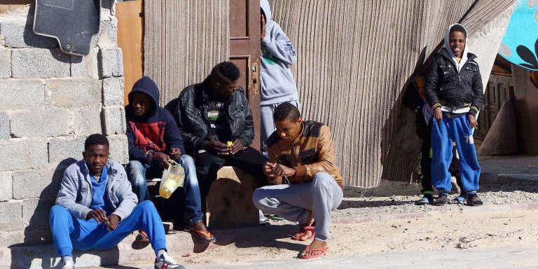 Des déplacés de Tawargha dans un camp de réfugiés à Tripoli, en janvier 2015.