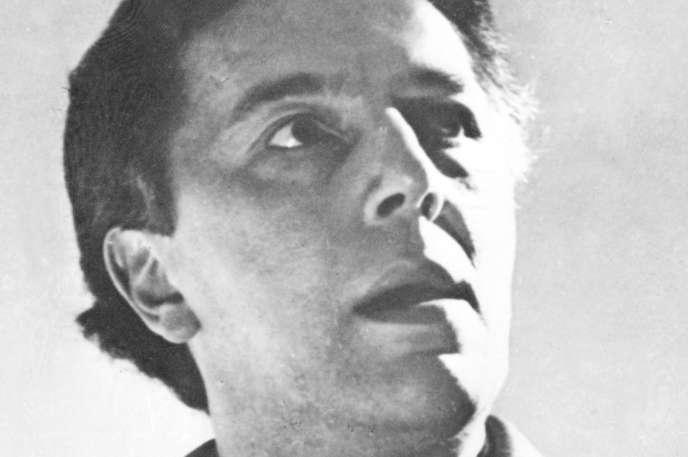 Portrait non daté de l'écrivain poète français André Breton (1896-1966).