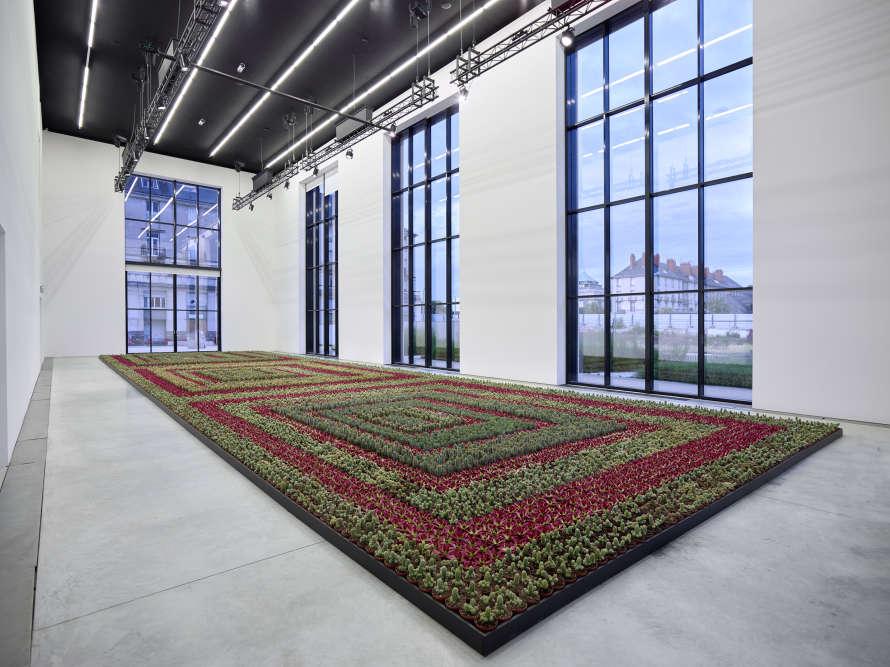 «Après la grande exposition monographique que lui a consacré le CCCOD en 2000, Ghada Amer revient sur la scène artistique française et présente ses œuvres récentes, réalisées à New York. Une occasion rare de revoir ou de découvrir le travail de cette artiste au travers de deux expositions réunies en un même lieu.»