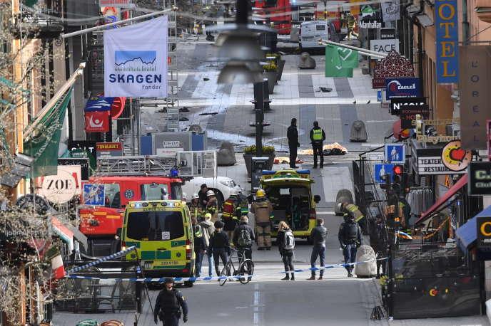 La rue Drottninggatan, à Stockholm, juste après l'attaque au camion-bélier, le 7 avril 2017.