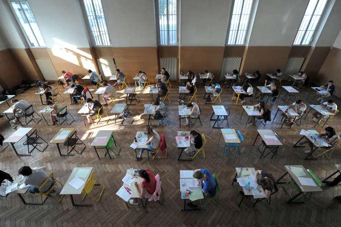 Epreuves du baccalauréat au Lycée Pasteur de Strasbourg en 2013./ AFP PHOTO / FREDERICK FLORIN