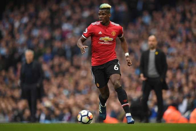Le Français Paul Pogba, milieu de terrain de Manchester United, lors d'un match de la Premier League contre Manchester City, à Manchester, le 7 avril. Amazon va diffuser en direct 20 matchs du championnat anglais par saison pendant trois ans.