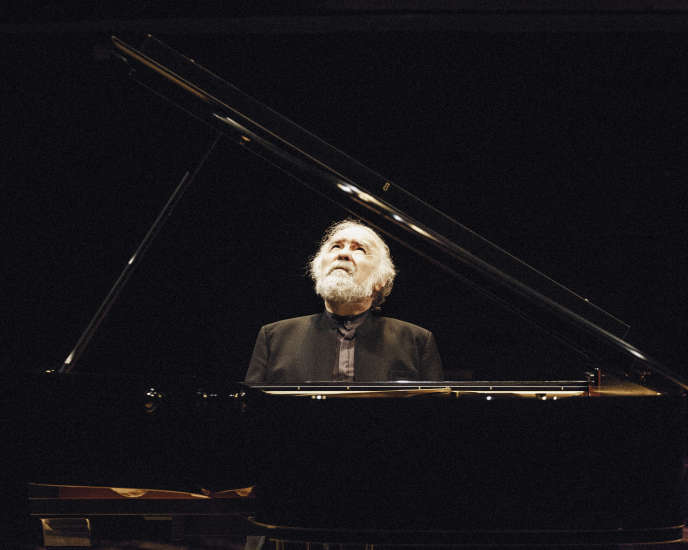 Le pianiste Radu Lupu à la Philharmonie de Paris, le 23 mai 2016.