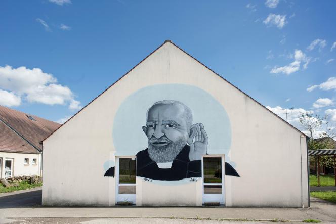« Le manque à gagner pour le secteur se situerait alors entre 80 millions et 100 millions au lieu des 160 millions d'euros initialement annoncés» (Le visage de l'abbé Pierre sursite de la communauté Emmaüs de Pontigny, dans l'Yonne).
