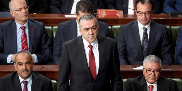 Le ministre tunisien de l'intérieur Lotfi Brahem (debout), lors d'une session parlementaire à Tunis, en septembre 2017.