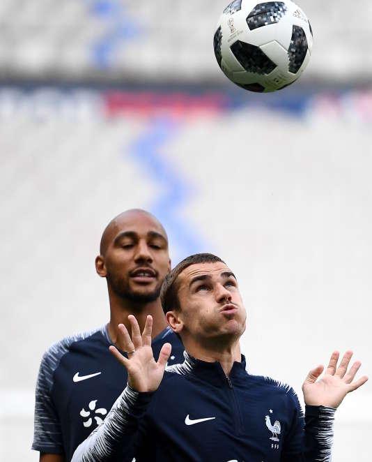 Antoine Griezmann(au premier plan) et Steven Nzonzi lors d'une séance d'entraînement au Stade de France, à Saint-Denis, le 27 mai.
