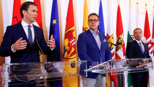 Le chancelier autrichien Sebastian Kurz, le vice-chancelier Heinz-Christian Strache et le ministre de l'intérieur Herbert Kickl, à Vienne, le 8 juin.
