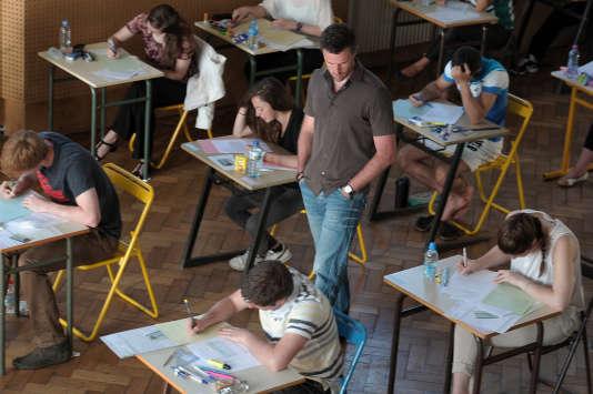 « Il sera bon de faire les sujets du bac 2018 qui sortiront dans les centres d'examen à l'étranger », conseille Laurence Barbat.