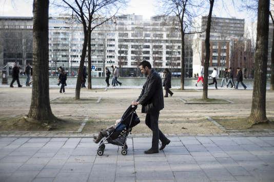 « Un meilleur équilibre entre vie professionnelle et vie privée, tant pour la mère que pour le père, s'avère non seulement souhaitable au plan familial, mais aussi au plan professionnel» (Un père et son fils, à Paris , le 20 février 2013).
