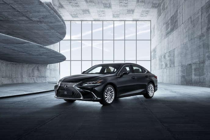 La Lexus ES 300h frise les 5 mètres de long.
