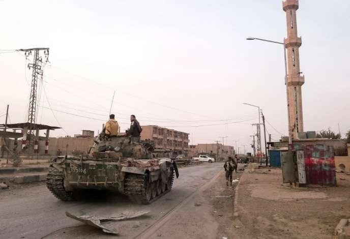 Des forces armées du régime de Bachar Al-Assad dans la ville d'Al-Boukamal, dans l'est de la Syrie, le 20novembre2017.