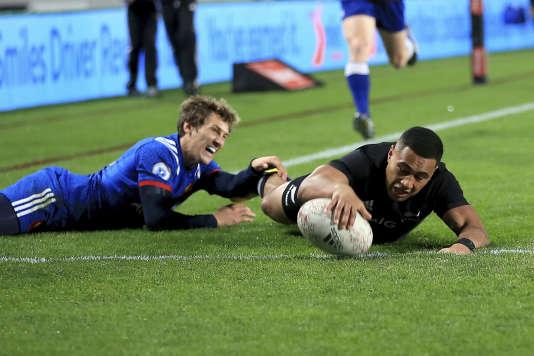 La Nouvelle-Zélande a inscrit pas moins de huit essais, lors de cette 12evictoire de rang face aux Français. Il faudra vite relever la tête. Les Bleus joueront une deuxième fois face aux Blacks dans une semaine à Wellington.