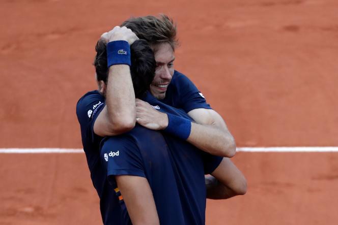 La victoire dePierre-Hugues Herbert et deNicolas Mahutvient éclaircir un piètre bilan français.