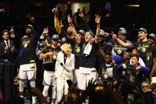Les Golden State Warriors célèbrent leur deuxième titre consécutif, le 8 juin 2018.