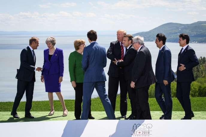 Les chefs d'Etats membres du G7 se réunissent pour poser pour la traditionnelle photo de groupe, à La Malbaie (Québec, Canada), le 8 juin.