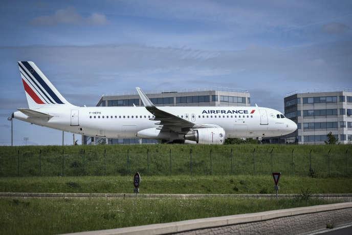 A l'aéroport Roissy-Charles-de-Gaulle, au nord de Paris, en avril.
