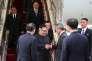 Le dirigeant nord-coréenKim Jong-un, à son arrivée dimanche 10 juin à Singapour, dont les apparitions en dehors de son pays sont rarissimes, à sa descente d'avion.