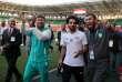 Mohamed Salah entouré de Ramzan Kadyrov (à gauche) et Magomed Daoudov (à droite), le 10 juin au stade Akhmat de Grozny.