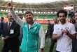 Le président tchétchène, Ramzan Kadyrov, avec la star de l'équipe égyptienne de football, Mohamed Salah, lors d'un entraînement des Pharaons, dimanche 10 juin, à Grozny.