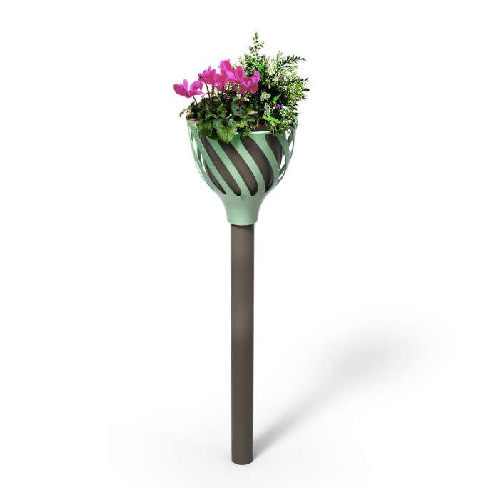 «Cache-potelets» pour chapeauter et fleurir les poteaux des villes, Séri.