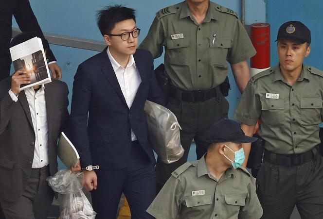 Edward Leung, lors de son transfert au tribunal, le 11 juin à Hongkong.