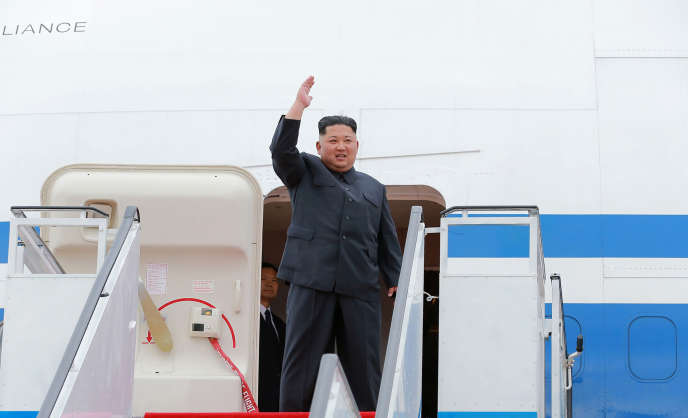 Kim Jong-un, lors de son départ de Pyongyang pour Singapour, le 10 juin, sur une photo transmise par l'agence KCNA.