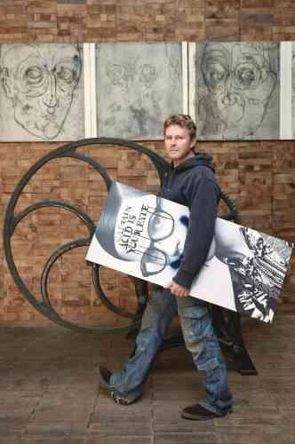 «Il met les mots en images. Depuis plus de vingt ans, Didier Mutel grave et imprime des livres d'artiste et des estampes en tirage limité pour montrer que la gravure en taille douce n'est pas qu'une technique mais bel et bien un sujet de réflexion, dialogue entre la tradition et la modernité.»
