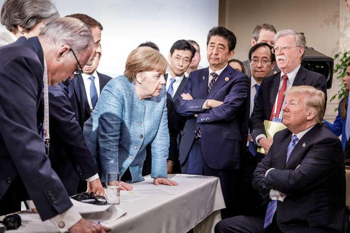 La chancelière allemande Angela Merkel fait face au président des Etats-Unis, Donald Trump, au deuxième jour du G7, à Charlevoix, au Québec, le 9 juin.