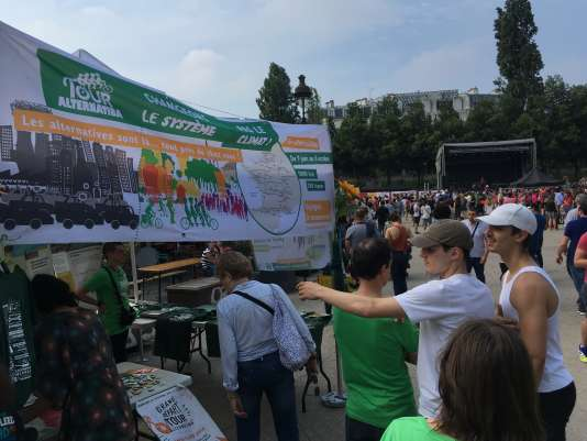 Le tour Alternatiba des militants du climat est parti de Paris, samedi 9 juin, pour 5 800 km à pédaler autour de la France.