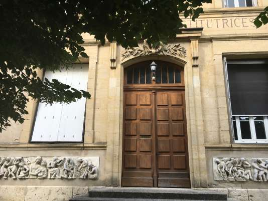 Construite en 1883, l'Ecole normale d'Agenaccueille depuis2017 une école d'informatique et à partir de septembre2018 un incubateur de start-up.