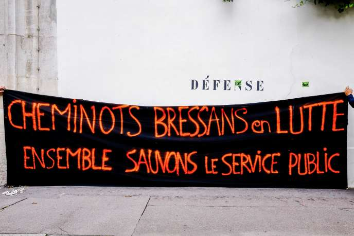 Le syndicat a appelé à suspendre la grève des agents pendant les épreuves du bac, dans « les trains du quotidien », TER et RER, afin de « faciliter les déplacements » des candidats.