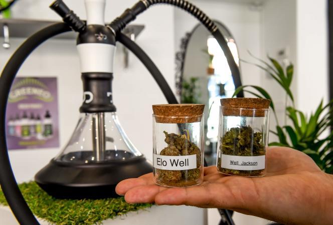 Magasin dédié à la vente dudérivé légal du cannabis, le CBD, àAnnoeullin (Hauts-de-France), le 30 mai.