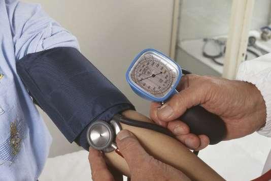 « La visite médicale d'embauche est remplacée par une simple visite d'information et de prévention, la visite médicale d'aptitude étant réservée aux seuls postes à risques.»