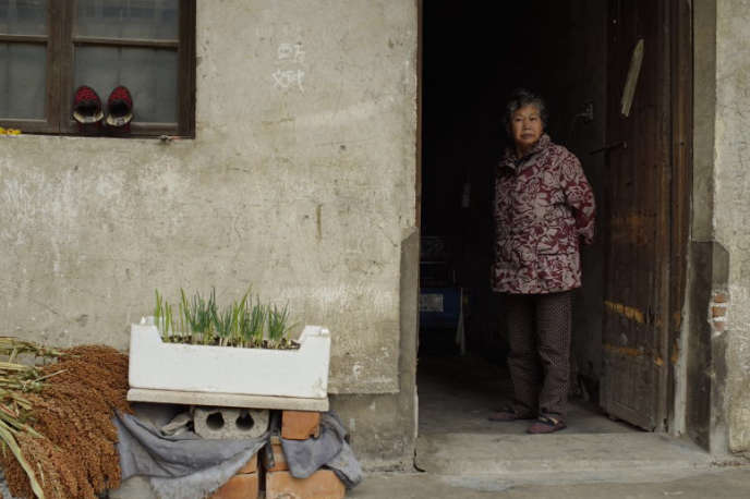 Madame Fang, avant qu'elle ne souffre de la maladie d'Alzheimer, dans le documentaire de Wang Bing.