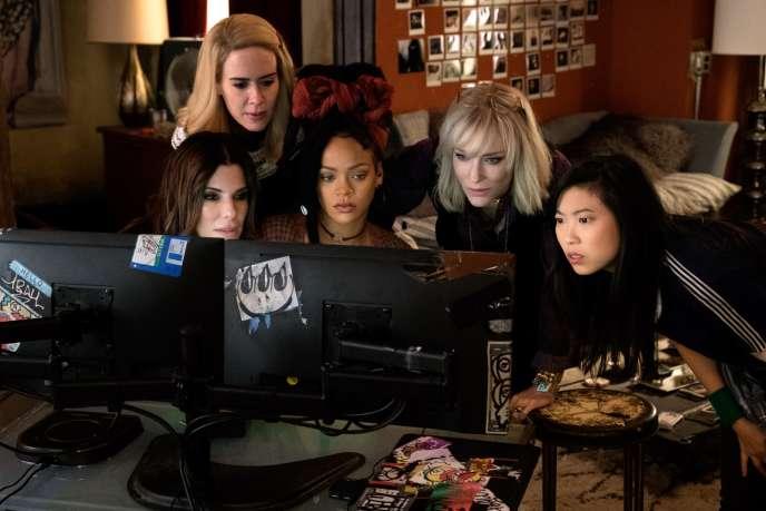 De gauche à droite :Sandra Bullock, Sarah Paulson, Rihanna, Cate Blanchett etAwkwafina dans«Ocean's 8», de Gary Ross.