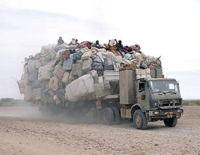 «Le Sahara est devenu un cimetière à ciel ouvert», dit un commerçant nigérien interrogé dans le film.