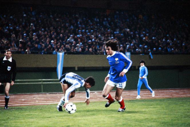 Dominique Rocheteau, ici face à l'Argentine le 6 juin 1978, était l'un des très rares joueurs français à vouloir marquer son opposition au régime de Jorge Videla.