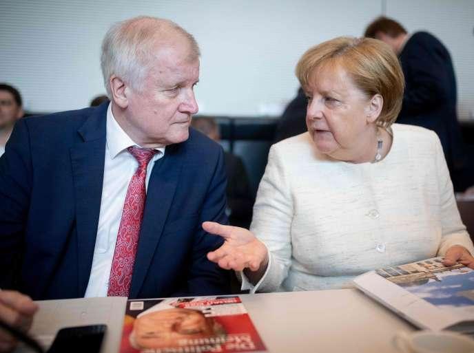 La chancelière allemande Angela Merkel et son ministre de l'intérieur, Horst Seehofer, le 12 juin à Berlin.
