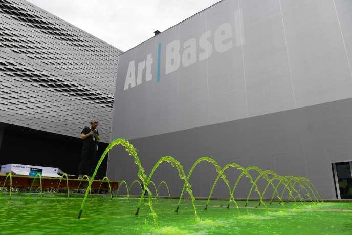 Vue extérieure du bâtiment abritant la foire d'art moderne et contemporain, Art Basel, à Bâle, le 12 juin.