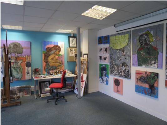 Peintures d'Abdulatief Mohamed, exposées à l'Atelier des artistes en exil, dans le 18earrondissement de Paris.
