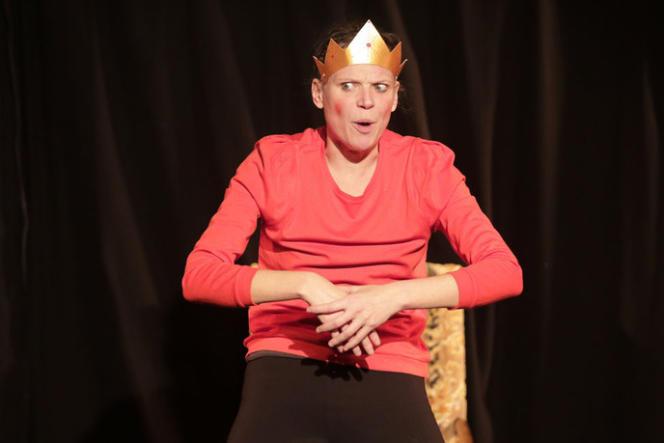 Anne Durand dans« Le Petit Roi ventru» au Funambule Montmartre.