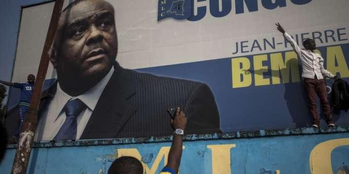 Des partisans de Jean-Pierre Bemba célèbrent son acquittement, à Kinshasa, en RDC, le 8juin 2018.