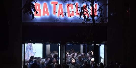 Le public du Bataclan, après le concert de Sting, pour la réouverture de la salle de concert, le 12 novembre 2016.
