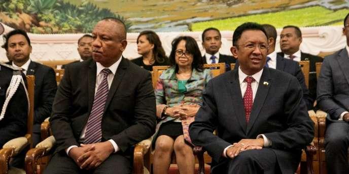 Le président malgache,Hery Rajaonarimampianina (à droite), et le premier ministre, Christian Ntsay (à gauche), lors de l'annonce du nouveau gouvernement, à Antananarivo, le 11juin 2018.