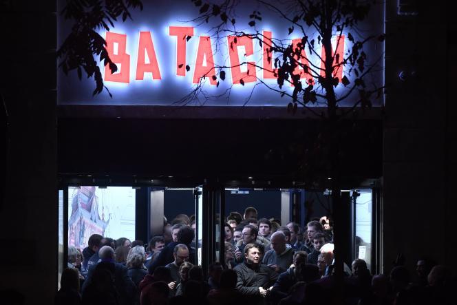 Le public du Bataclan, après le concert de Sting pour la réouverture de la salle de concert, le 12 novembre 2016.
