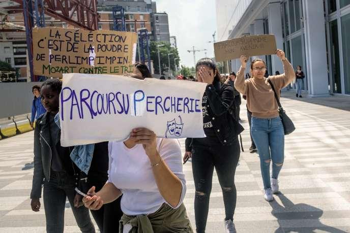 Des manifestants lycéens contre Parcoursup.